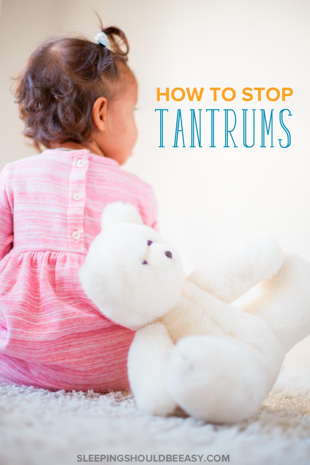 Girl with her back turned and a teddy bear: How to stop tantrums